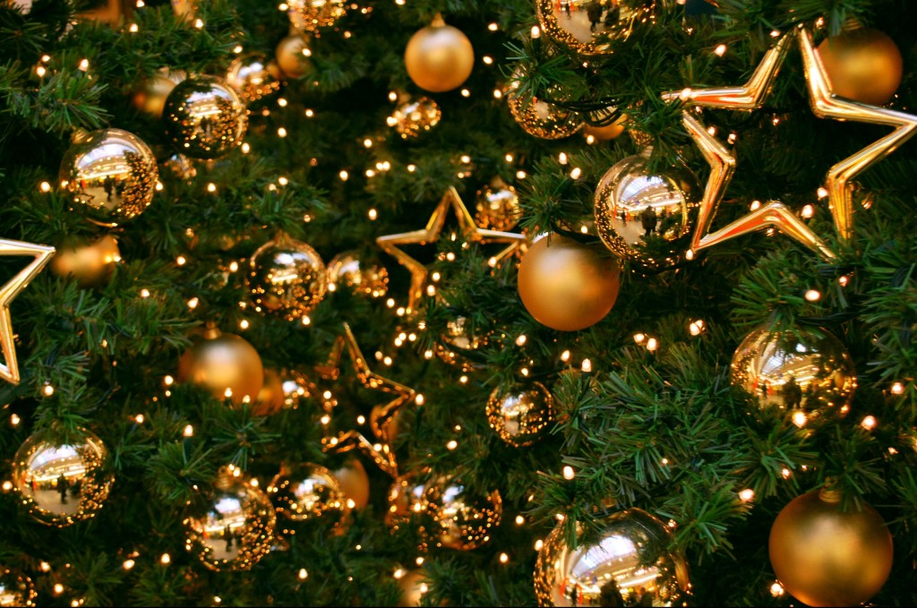 New_Year_wallpapers_Christmas_tree_in_the_Crocus_City_050936_-e1482944725702